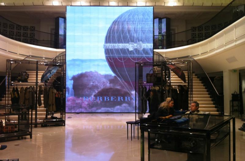magasin-burberry-écran